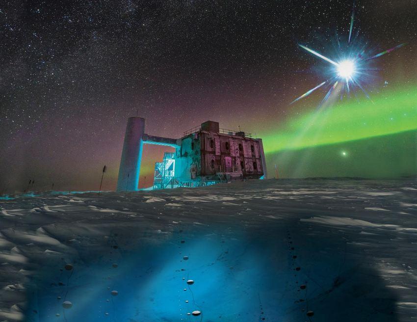 Dans ce rendu artistique, basé sur une image réelle du laboratoire IceCube au pôle Sud, une source éloignée émet des neutrinos détectés sous la glace par des capteurs IceCube, appelés DOM - Crédit : IceCube/NSF