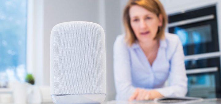 Les assistants intelligents comme Alexa ou Siri ont le vent en poupe. Un confort optimal, mais on a également des risques de surveillance et de sécurité. Et des problèmes de genre avec ces appareils intelligents.