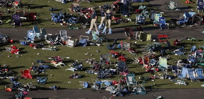 La scène à Las Vegas plusieurs jours après la pire fusillade de masse de l'histoire des États-Unis - Crédit : AP / Gregory Bull