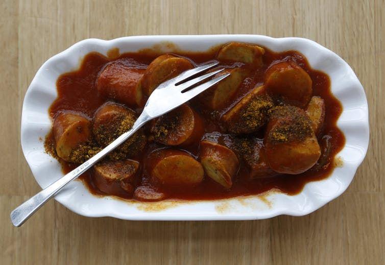 Le Currywurst, des saucisses au curry et au ketchup - Crédit : Reuters/Ina Fassbender