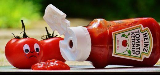 Le Ketchup fait partie des produits concernés par la guerre commerciale lancée par les États-Unis. On pense que le Ketchup est d'origine américaine, mais c'est un condiment qui a traversé des siècles de culture et de diversifications culinaires.