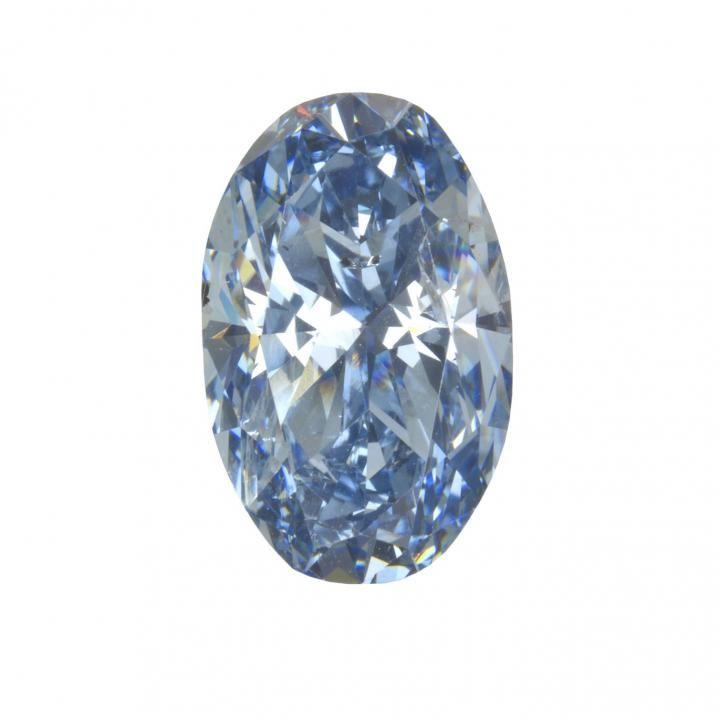 Un diamant bleu contenant du bore contenant des inclusions minérales qui ont été examinées dans le cadre de cette étude. Cette gemme mesure 3,81 carats et 1,26 centimètres de long - Crédit : Robison McMurtry/GIA