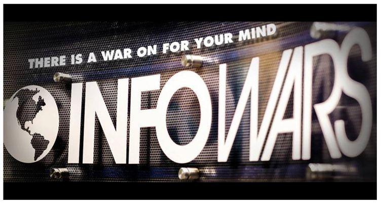 InfoWars, le site complotiste d'Alex Jones, a été supprimé de la plupart des plateformes telles que Facebook ou Google. Mais le complotisme à l'américaine fait quasiment partie de la culture nationale. C'est une mécanique directement liée au rêve américain.