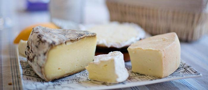 Les chercheurs rapportent la découverte de poteries, ayant servi à la fabrication de fromage datant de 7 000 ans. C'est une production fromagère beaucoup plus précoce et elle a pu être une source importante de nutrition, favorisant l'expansion agricole.