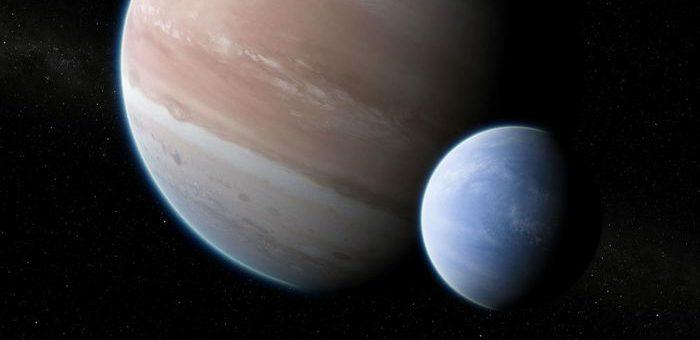 Une paire d'astronomes de l'université Columbia utilisant le télescope spatial Hubble de la NASA et le télescope spatial Kepler ont rassemblé des preuves convaincantes de l'existence d'une lune gravitant autour d'une planète géante gazeuse située à 8 000 années-lumière. Ce serait la première observation d'une exolune.