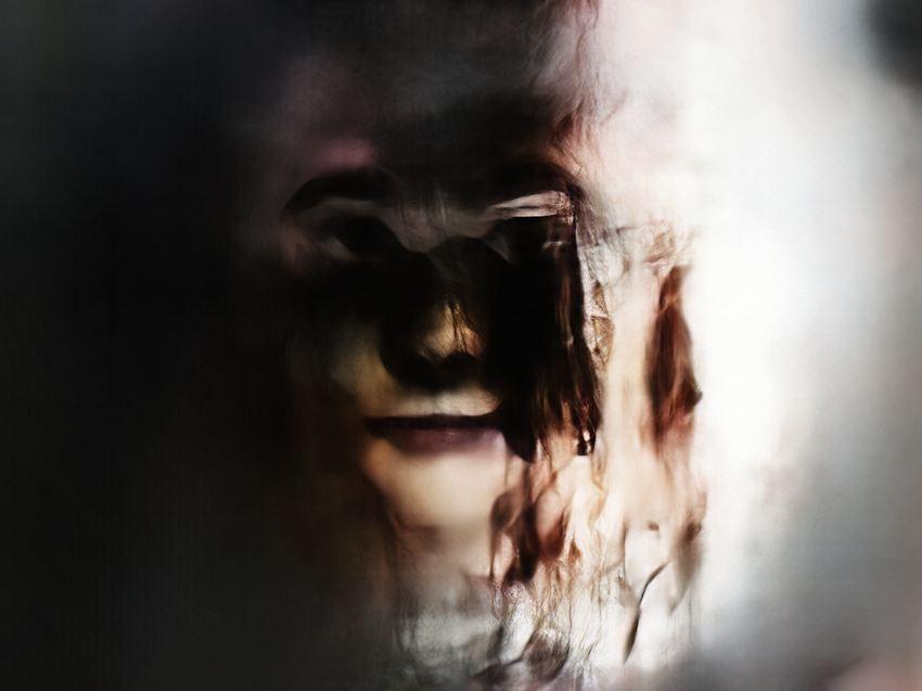 """""""Neural Glitch Portrait 153552770"""" de Mario Klingemann a été créé à l'aide d'un réseau antagoniste génératif Crédit : Fourni par l'auteur."""