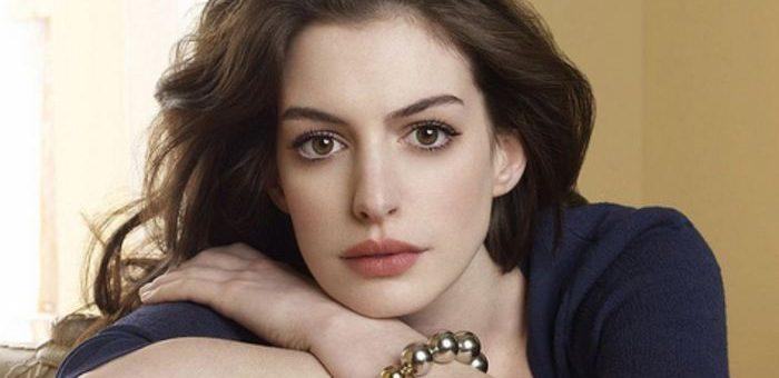 Depuis quelques années, Robert Zemeckis prépare le film Les Sorcières, une adaptation du roman de Roald Dalh. Et Anne Hathaway va incarner La grandissime sorcière.