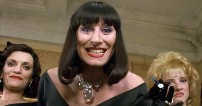 Angelica Huston en tant que Grandissime sorcière dans le film Les Sorcières de 1990