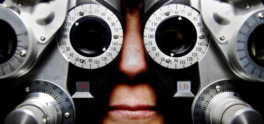 En général, quand un médecin découvre quelque chose d'anormal dans une analyse médicale, il en informe son patient. Mais que se passe-t-il si c'est un chercheur qui découvre cette chose dans un échantillon de données médicales et qu'il y a un droit de savoir et de ne pas savoir qui peut s'appliquer.