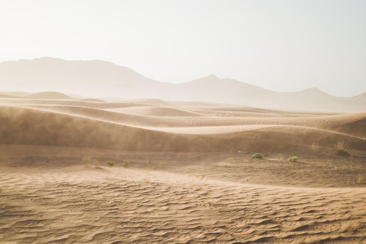 Une nouvelle étude montre comment deux types de sable peuvent se comporter comme des liquides légers et lourds. Cela permet de mieux comprendre les processus géologiques allant des coulées de boue aux volcans et permettant potentiellement de nouvelles technologies de la production pharmaceutique à la capture du carbone.