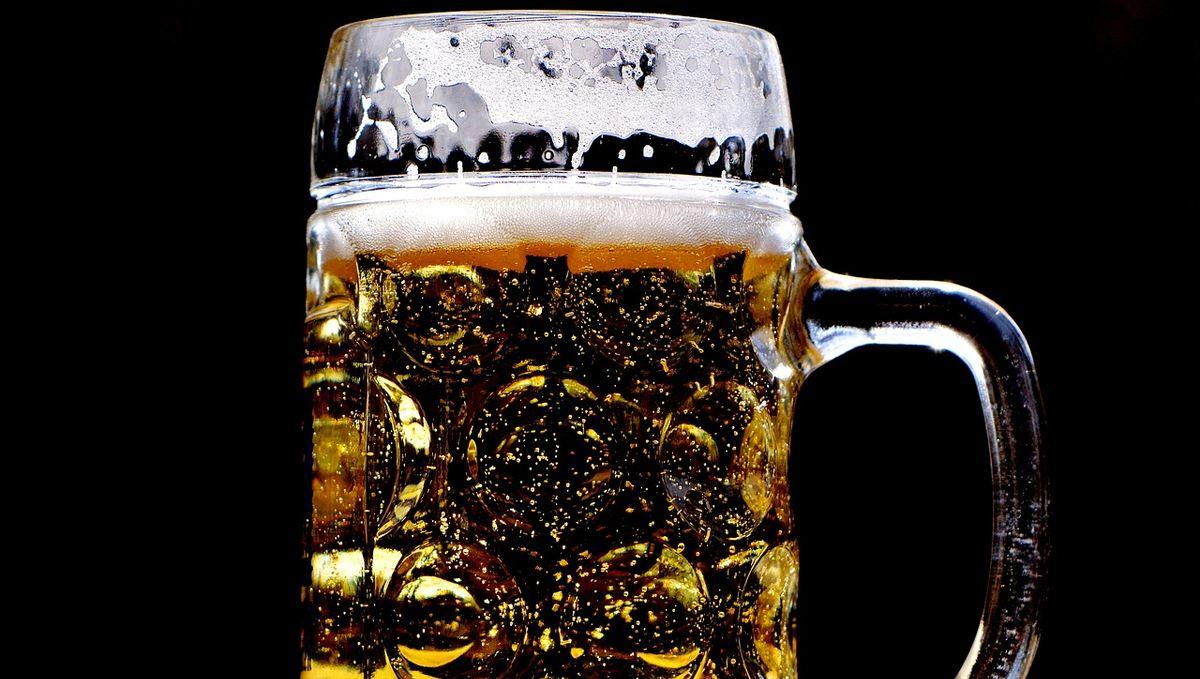 L'association Alcooliques Anonymes utilise souvent un processus de sobriété basée sur la spiritualité religieuse. Critiquée par certains praticiens, elle a été néanmoins influencée par le psychiatre Carl Gustav Jung.