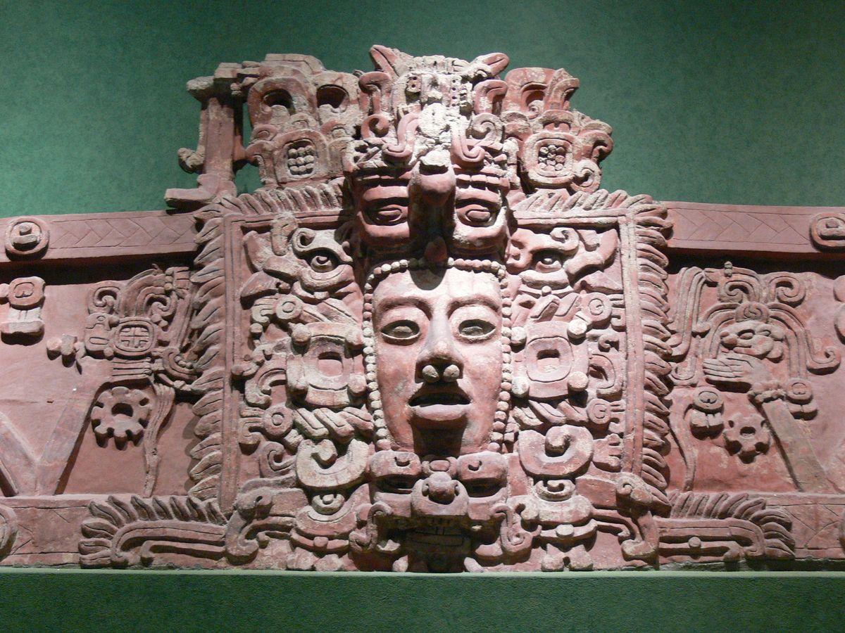 Une frise en stuc de Placeres, Campeche, Mexique, période du début du classicisme, env. 250-600 ap - Crédit : Wolfgang Sauber/Wikimedia, CC BY-SA