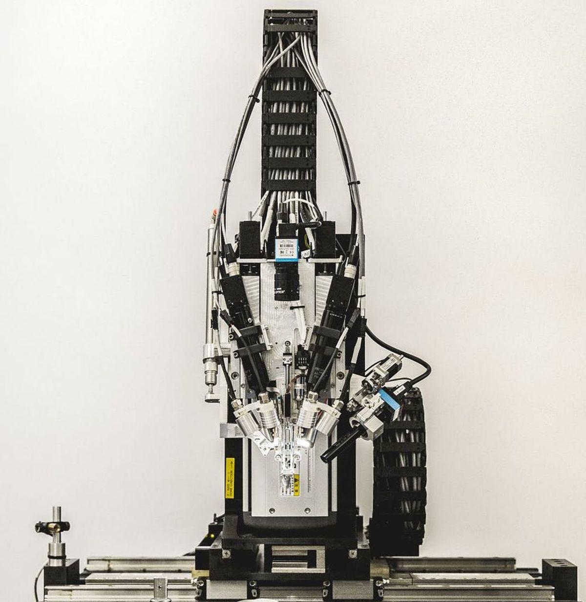 """interfaces cerveau-machine - La """"machine à coudre"""" de Neuralink pour l'insertion des fils dans le cerveau"""