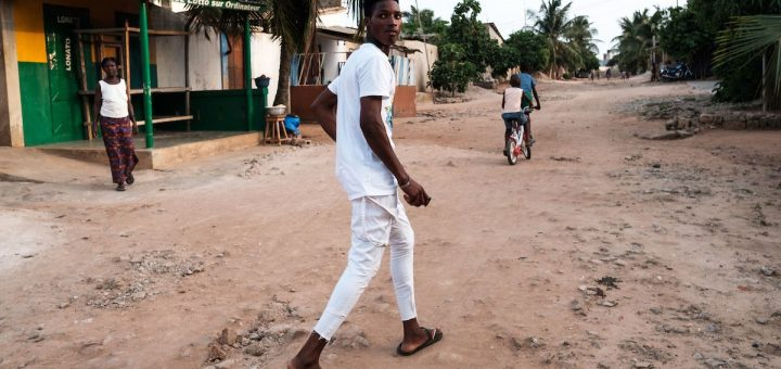 Les analgésiques faiblement régulés causent des dommages indicibles en Afrique de l'Ouest, mais des contrôles plus stricts pourraient avoir des conséquences désastreuses pour les patients. Laura Salm-Reifferscheidt décèle une crise des opioïdes encore plus complexe que celle des États-Unis.