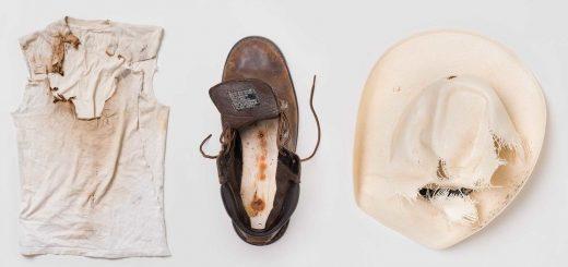 Bonnet et chemise portés par Jaime Santana et bottes portées par Justin Gauger quand ils ont été frappés par la foudre - Crédit : William LeGoullon
