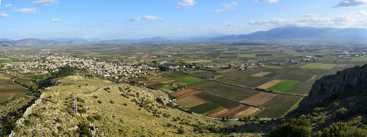 Vue de la plaine de Kopaic à Béotie, Grèce. Les gens ont d'abord partiellement drainé la région, il y a 3 300 ans, pour réclamer des terres pour l'agriculture et sont toujours cultivés aujourd'hui - Crédit : Lucas Stephens, CC BY-SA