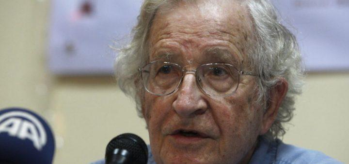 Un entretien entre Noam Chomsky et Robert Scheer sur la position de l'Amérique et comment elle a crée une dystopie mondiale.