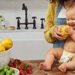 Mangez bio, donnez du bio à vos enfants. Le matraquage du bio est incessant, de beaux légumes et fruits rutilant sur le papier glacé de magazines. Donnez du bio à vos enfants et ils vivront pendant des siècles et deviendront le prochain Einstein. Sauf que la bulle et l'idiotie du bio oublie un petit détail. A cause de son matraquage, il plonge les mères dans une spirale infernale en les forçant à acheter des aliments très chers sinon ce sont de mauvaises mères.