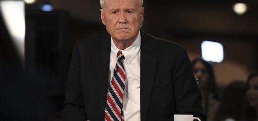 Chris Matthews, chroniqueur sur la chaine MSNBC, est l'exemple typique du Baby Boomer, qui continue à radoter sur le passé et de la menace communiste. Une véritable momie vivante dont l'obsolescence est criarde devant les défis du monde actuel - Crédit : The Associated Press