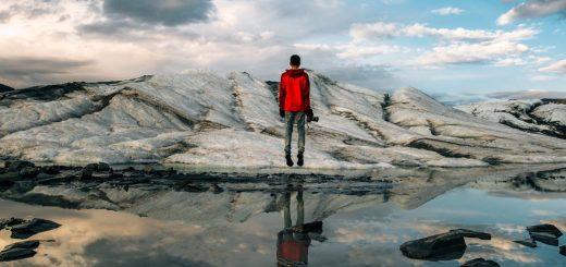 La solitude, dit-on, amène des effets bénéfiques dans le brouhaha de nos sociétés effervescentes. Des expériences montrent que c'est le cas, mais cela ne doit pas être forcé et on doit la considérer comme un besoin plutôt que comme une corvée.