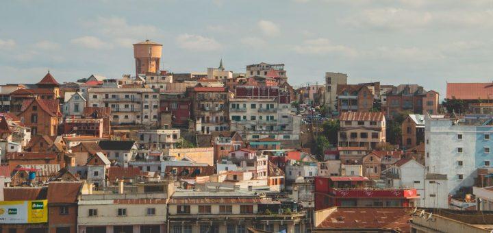 Avec le nombre de cas du Covid-19 qui augmente chaque jour, la région Analamanga, donc Antananarivo repasse en confinement total du 6 au 20 juillet 2020. C'était prévisible.