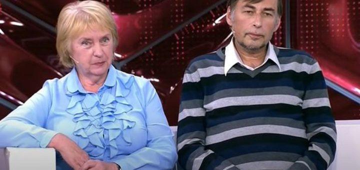 Largué par sa femme, la mère de celle-ci épouse le mec de 52 ans. Quand une belle-mère de 75 ans épouse son beau-fils de 52 ans, ça donne des triangles mouillés.