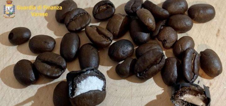 La police italienne a découvert que les trafiquants de drogue utilisaient des grains de café pour cacher leur drogue. Ingénieux, mais quand même bien chiant à mettre en place.