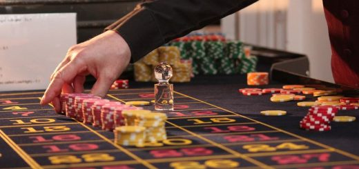 Find out the differences between Live Casino and classic online casino. The advantages of this casino mode are more interesting.