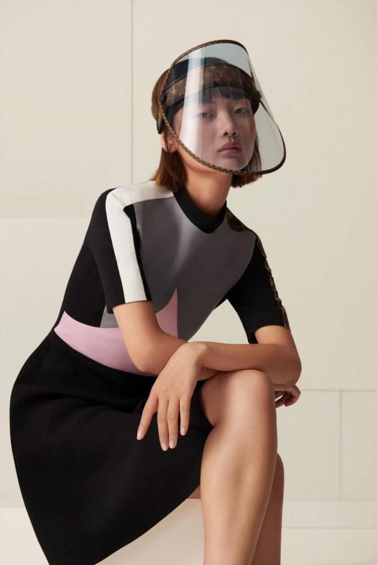 In luxury, stupidity climbs like ivy. Louis Vuitton will offer a protective face shield for $ 1,000.
