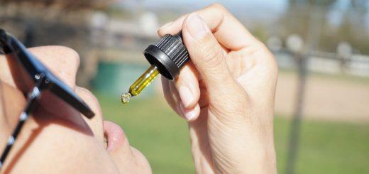Il peut être intéressant d'explorer plus avant l'utilisation de l'huile de CBD comme traitement potentiel du cancer du poumon, suggèrent les médecins dans BMJ Case Reports après avoir eu affaire à un utilisateur quotidien dont la tumeur pulmonaire a diminué sans l'aide d'un traitement conventionnel.