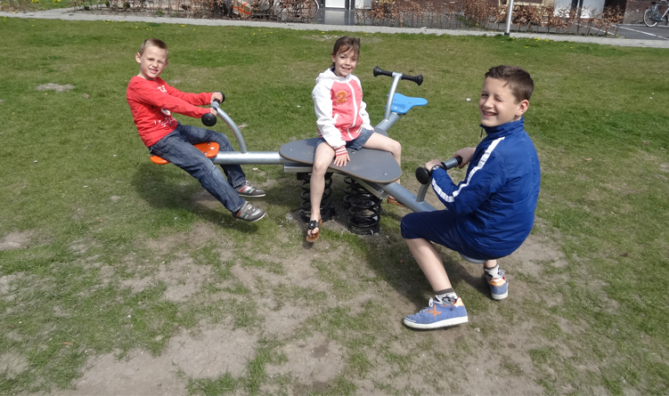 Seesaw with 3 seats