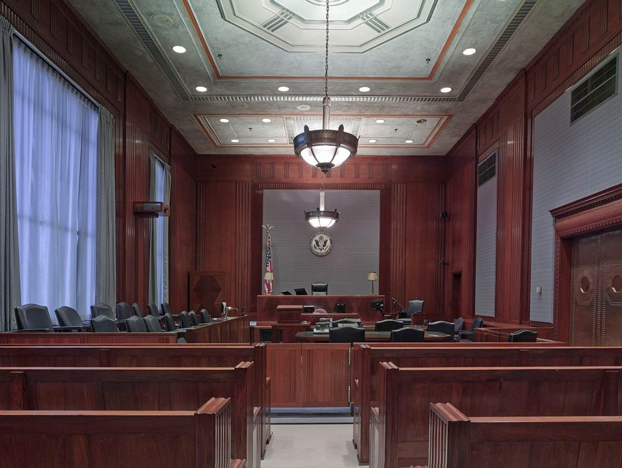 courtroom-898931_1920-1280x963.jpg