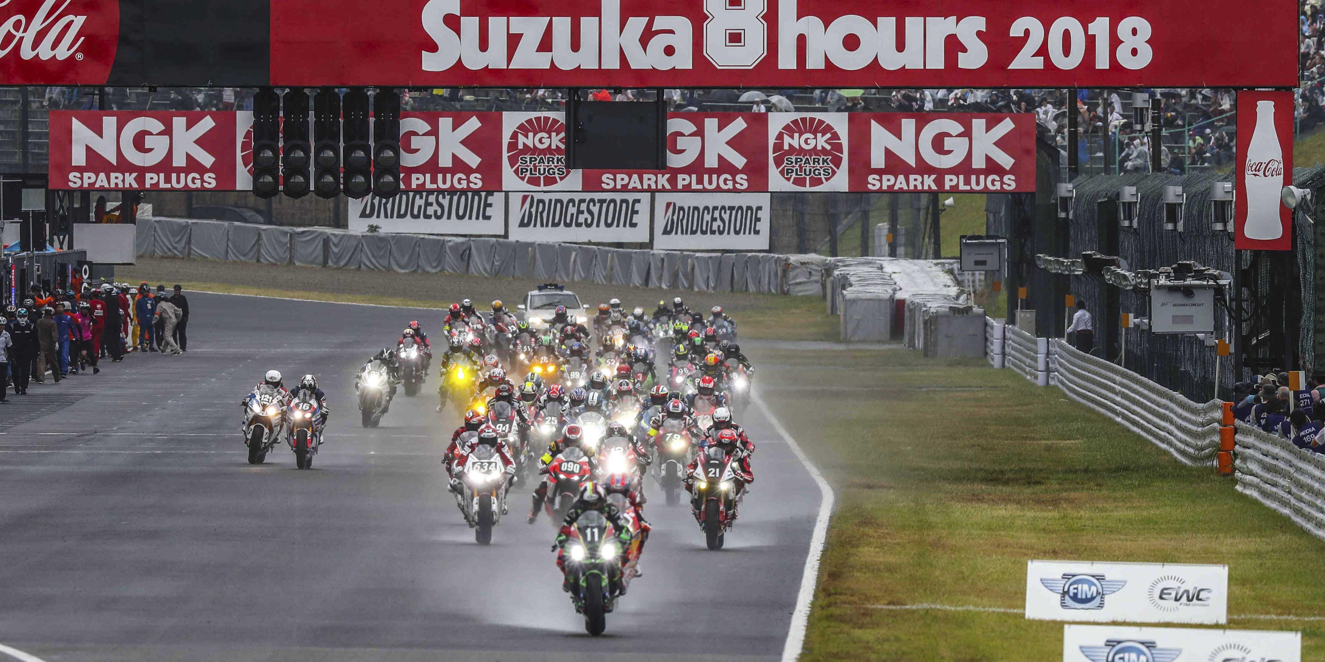 Kawasaki Team Greenとヤマハ・ファクトリーが激しい首位争い