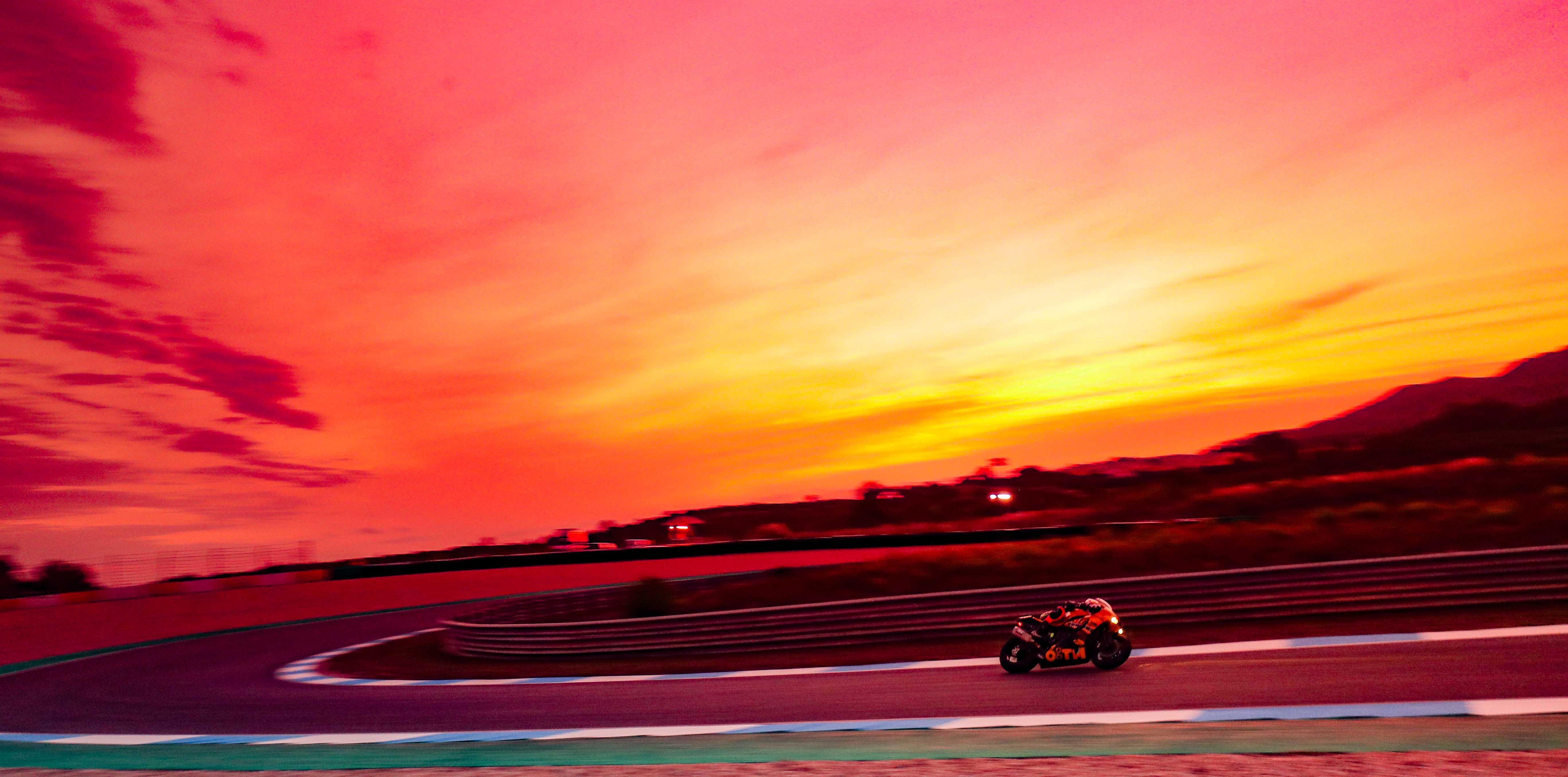 エストリル12時間レース、スタートを8時に変更 - FIM EWC   Endurance ...