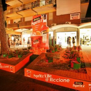 Aperol Spritz: aiuola in Viale Ceccarini a Riccione
