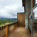 Tyrilin Terrassebeis 1304 Ekorn er fin til å friske opp brune royalimpregnerte terrassebord. Foto: Pål Harald Uthus