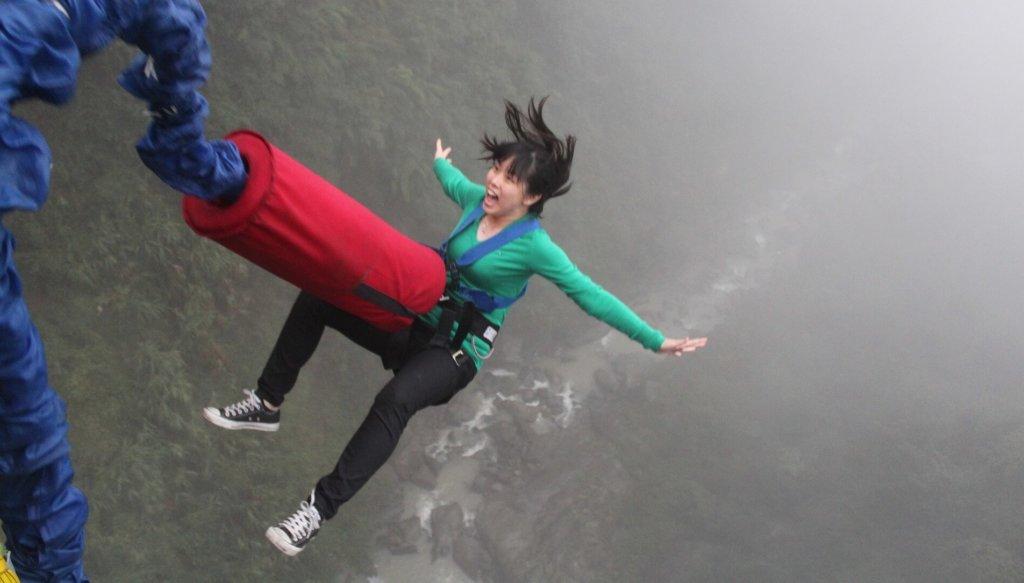 bungee jumping ahojik