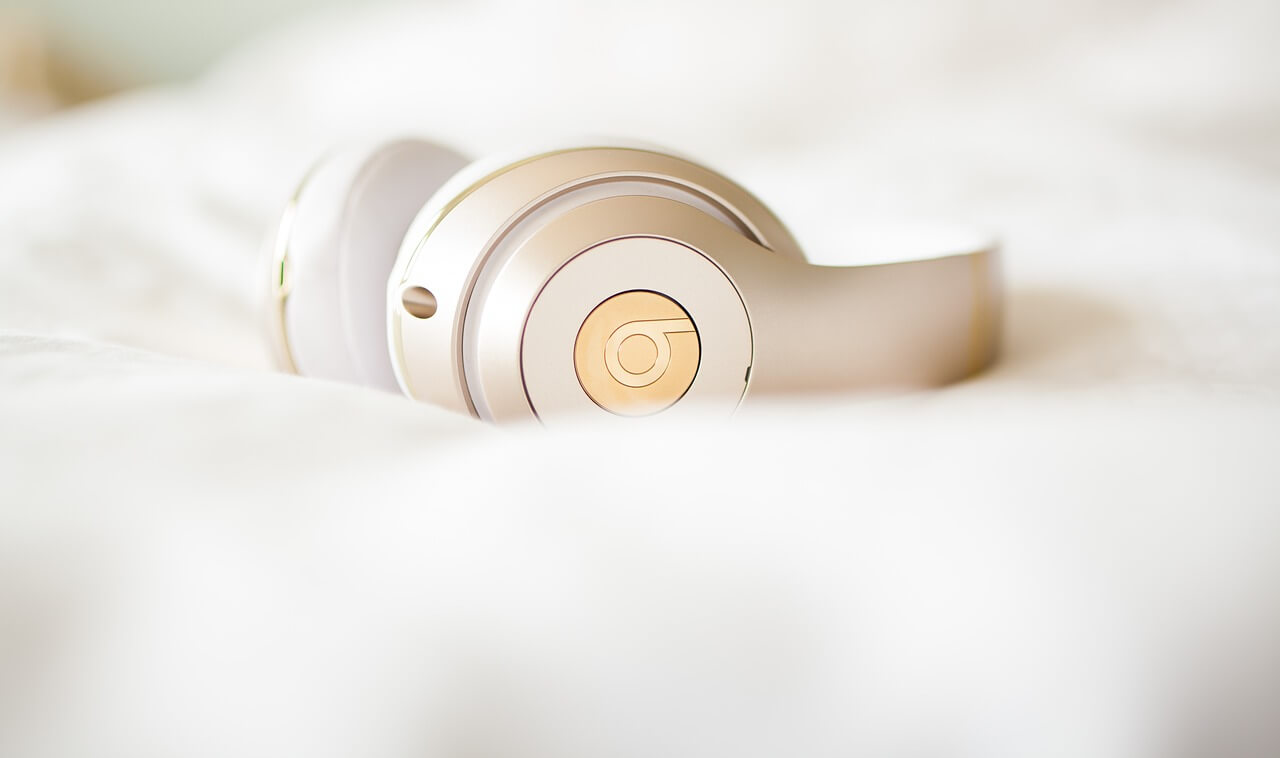 headphones-2577150_1280