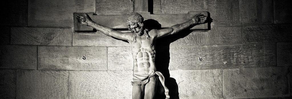 ukřižováný muž socha
