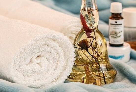 masáž z článku top 10 zážitků na léto