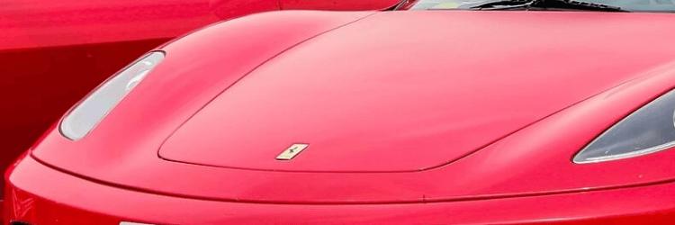 Červené auto Ferrari