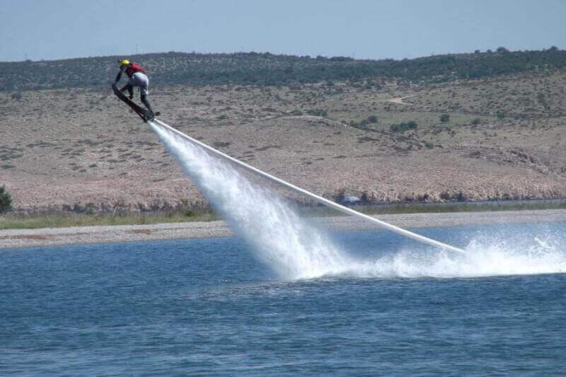 obrázek z článku Už nevíte co u vody? Zkuste flyboarding!