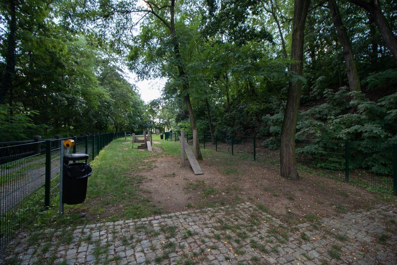 Park Mrázovka 4