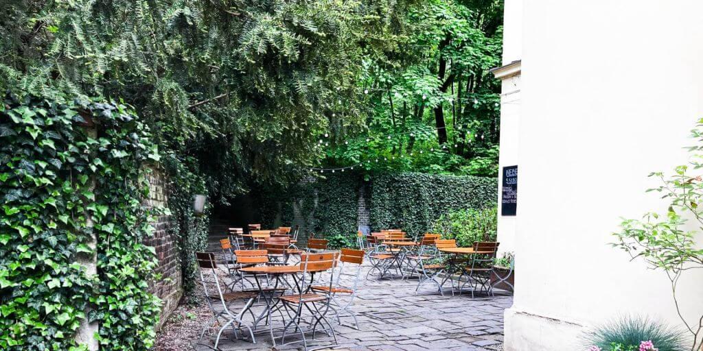 Kde si dát v Brně domácí limonádu pod stromem?