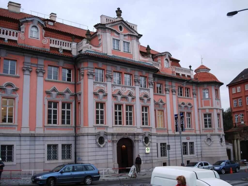 Mladotovský palác z ulice