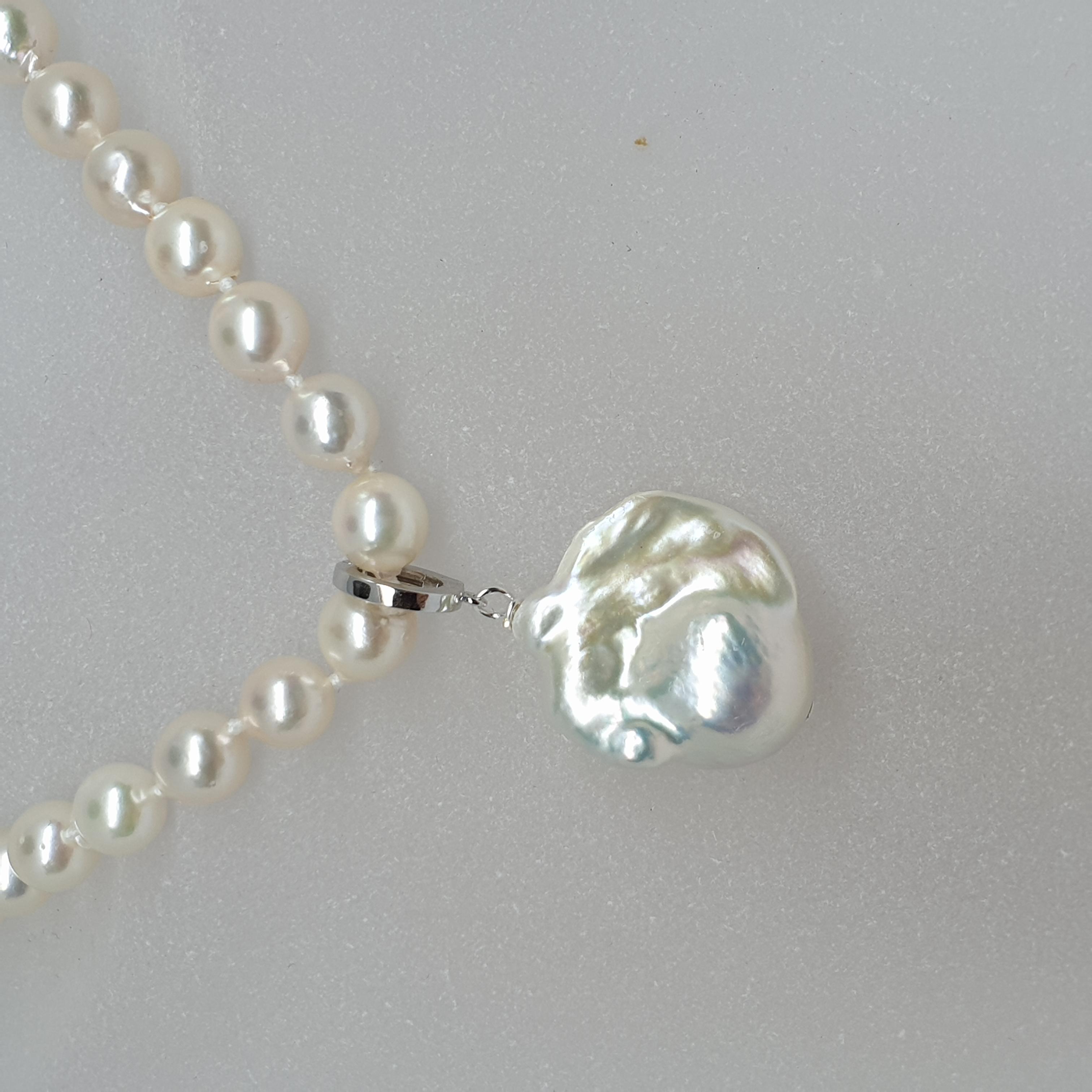 pärlhänge på collier