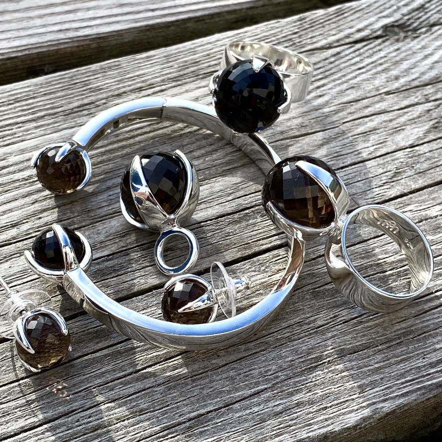 Silversmycken med rökkvarts. Silver jewellery with smokey quartz