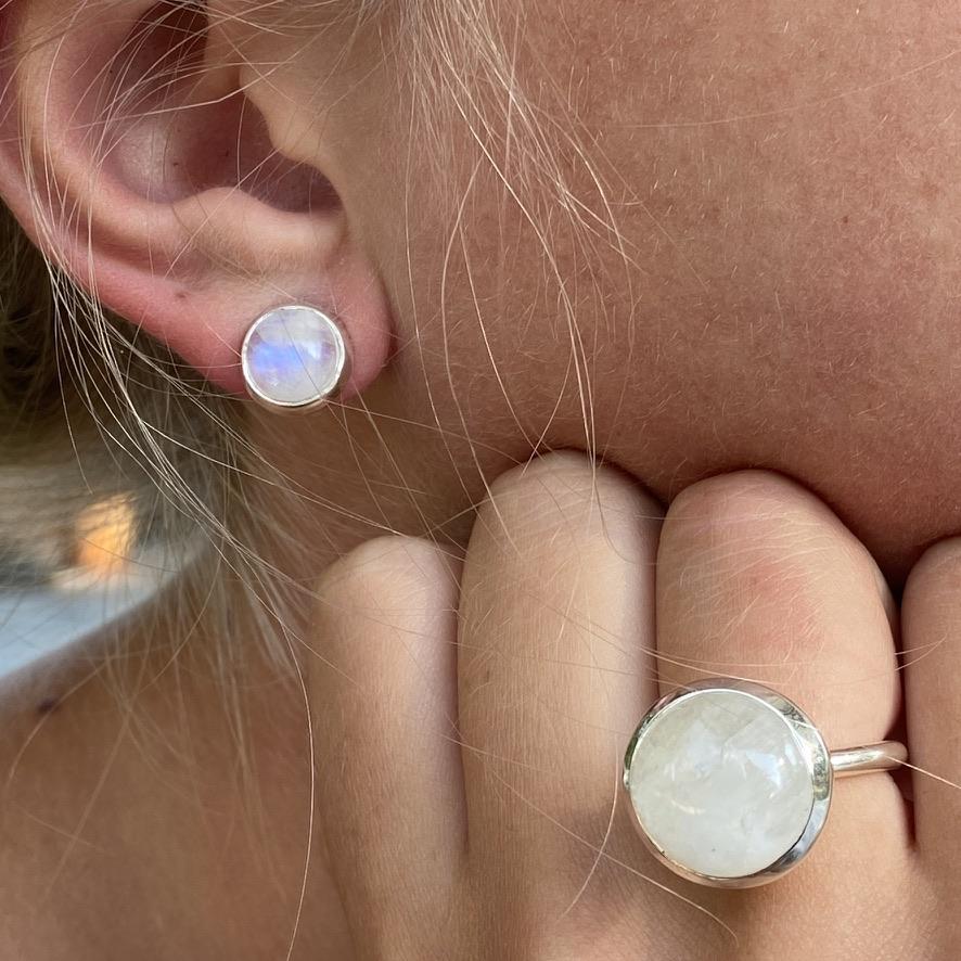 Silversmycken med regnbågsmånsten. Silver jewellery with rainbow moonstone