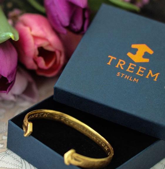 presentbox treem med guldarmband