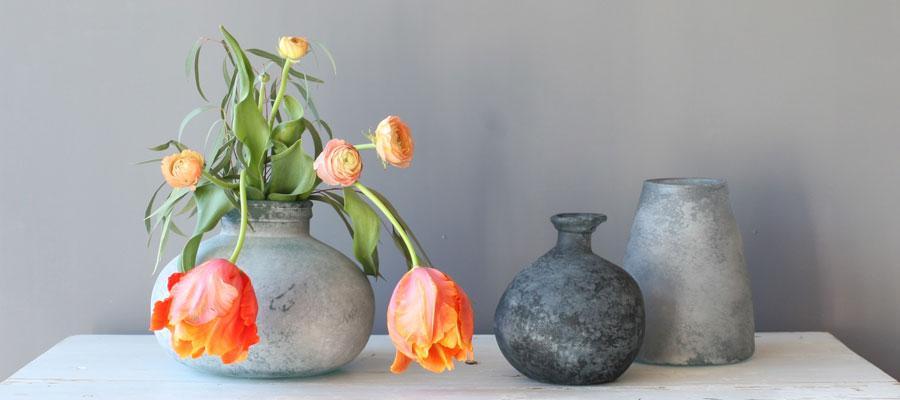 Vårens vaser av återvunnet glas